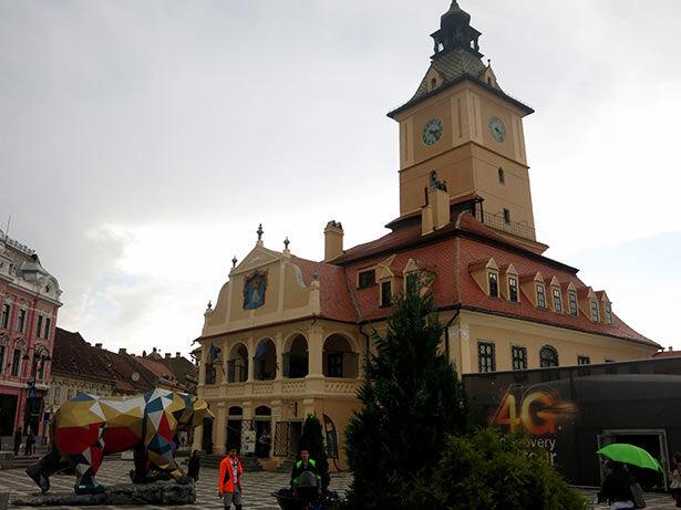 La Casa del Consejo en la plaza Sfatulu