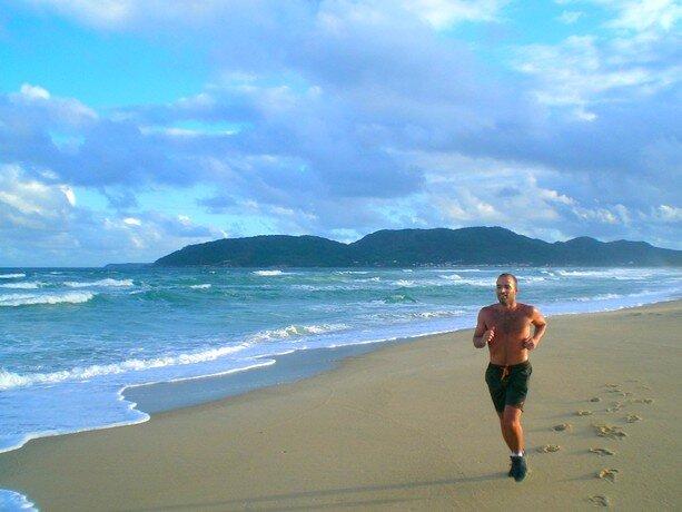 Tonificando el cuerpo en Florianópolis antes de irme de fiesta. Ahí sí que se dieron cuenta de que no sabía bailar...