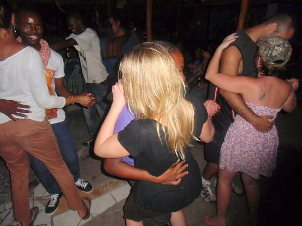 El baile en el Afro Bar