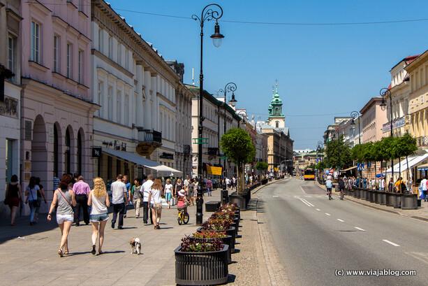 No hay foto del Restaurante Dawne Smaki Varsovia pero esta es la calle (de día) en que se encuentra, Nowy Świat