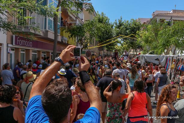 Gigantes entre el gentío, Fiestas de Sant Jaume, Es Castell, Menorca