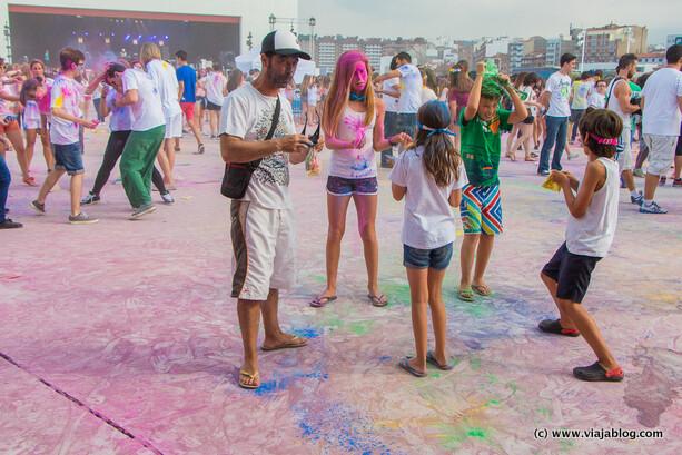 Primeros estragos, Holi Party Festival, Centro Niemeyer, Avilés
