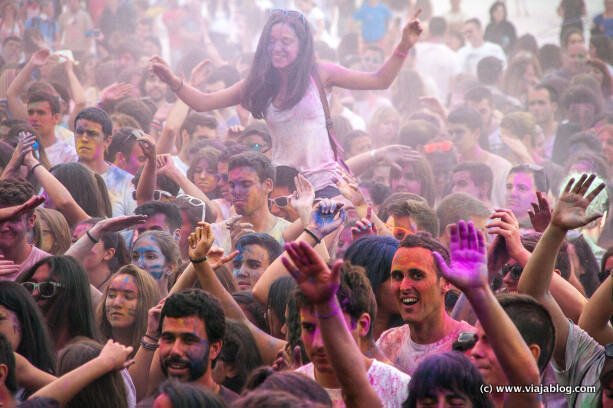 Holi Crowd, Holi Party, Centro Niemeyer, Avilés