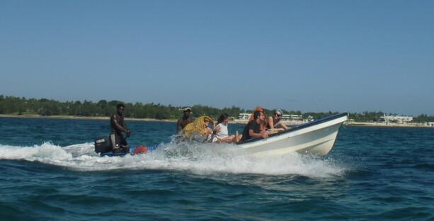 Las barcas con las que hicimos la excursión. Saliendo de la costa de Vilanculos