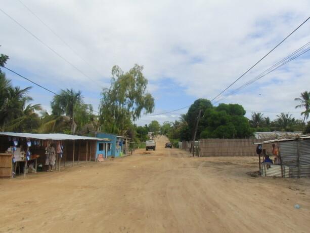 Una de las calles de arena del pueblo