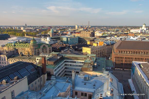 En el Ateljee Bar del Hotel Torni tienes las mejores vistas de Helsinki