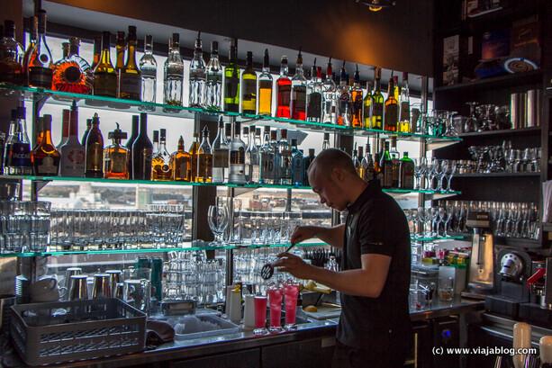 Barra del Ateljee Bar en el Hotel Torni de Helsinki