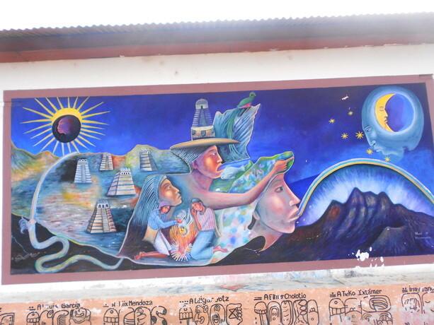 Murales mayas en la calle