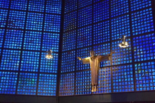 Interior de la iglesia Kaiser-Wilhelm- Gedächtniskirche