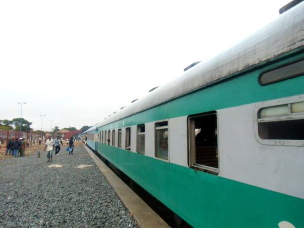 Nuestro tren a punto de salir de Nampula