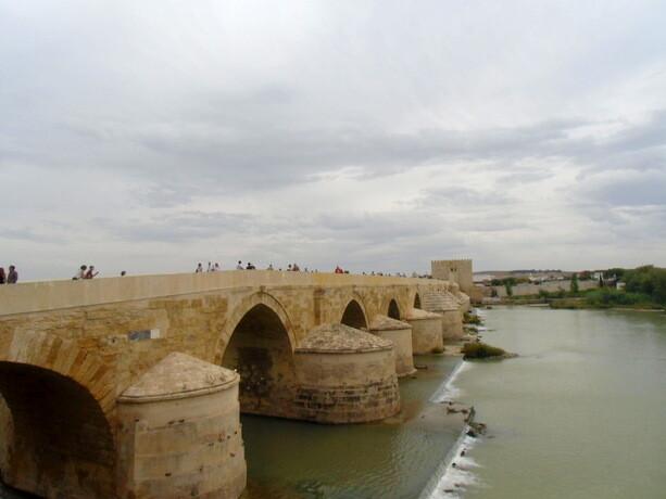 El Puente Romano, con más de 2000 años de antigüedad