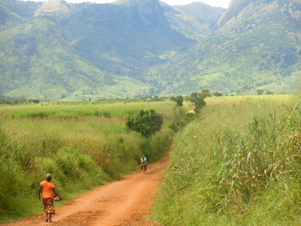 Los caminos del centro oeste de Mozambique, camino de la frontera con Malawi
