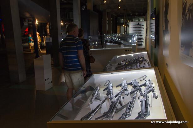 Exposición de armas, Museo del Alzamiento de Varsovia