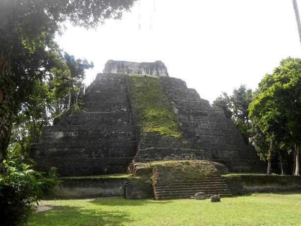 El templo 216 de Yaxhá