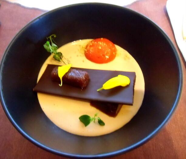 Ensalada de foie, con chocolate negro, membrillo y helado..una combinación de sabores de Eneko Atxa en el Pret-a-Porter