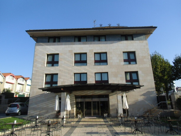 La entrada principal del Hotel Loiu