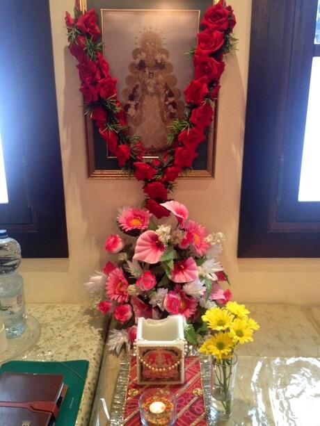 La Virgen del Rosario en un templo hindú. Mezcla de religiones en armonía
