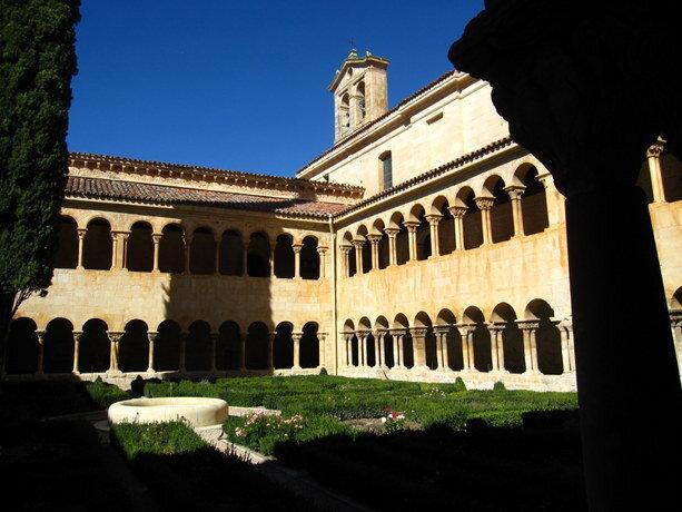 El famoso claustro del monasterio de Silos