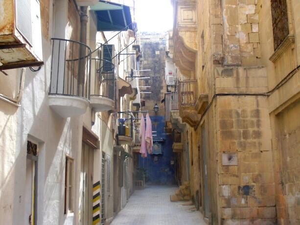 Rincones de la Valletta, donde aún se tiende la ropa en la calle
