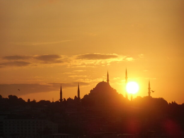 Las mezquitas definen el perfil de Estambul al atardecer