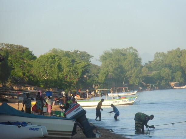 Gentes viviendo en el Lago Malawi