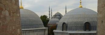 Vistas de la Mezquita Azul desde una ventana de Santa Sofía