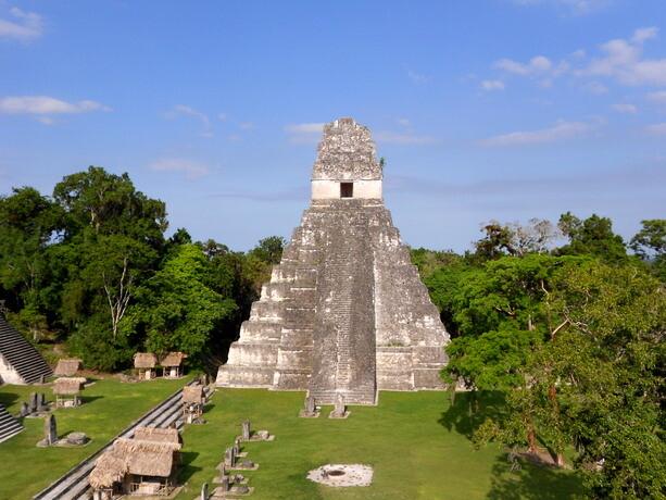 Uno de los templos de la Gran Plaza de Tikal