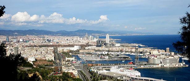 Vistas al litoral de Barcelona desde el camino del Migdia