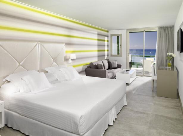 Playa junto al Hotel Barceló Teguise Beach en Lanzarote