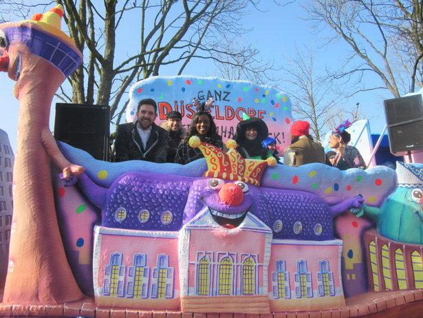 La carroza desde la que vivimos el desfile