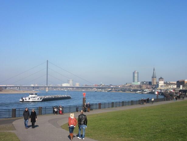 Paseo en la ribera este del Rhin