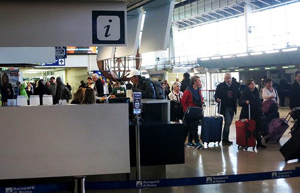 Zona de check in en el aeropuerto de Roma Fumicino