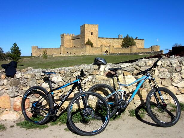 El Castillo de Pedraza y nuestras bicis