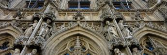 Un detalle de la ostentosa fachada del Ayuntamiento de Lovaina