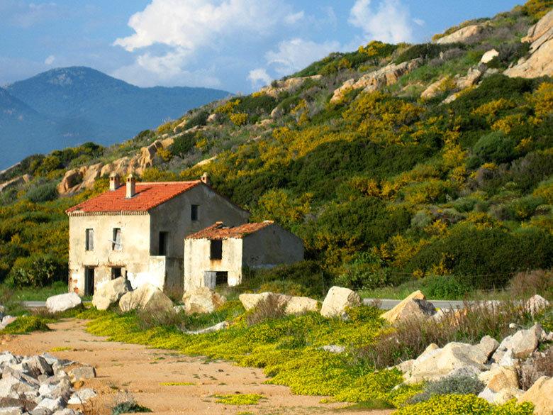 Estampa primaveral frente a las playas del oeste de Cerdeña