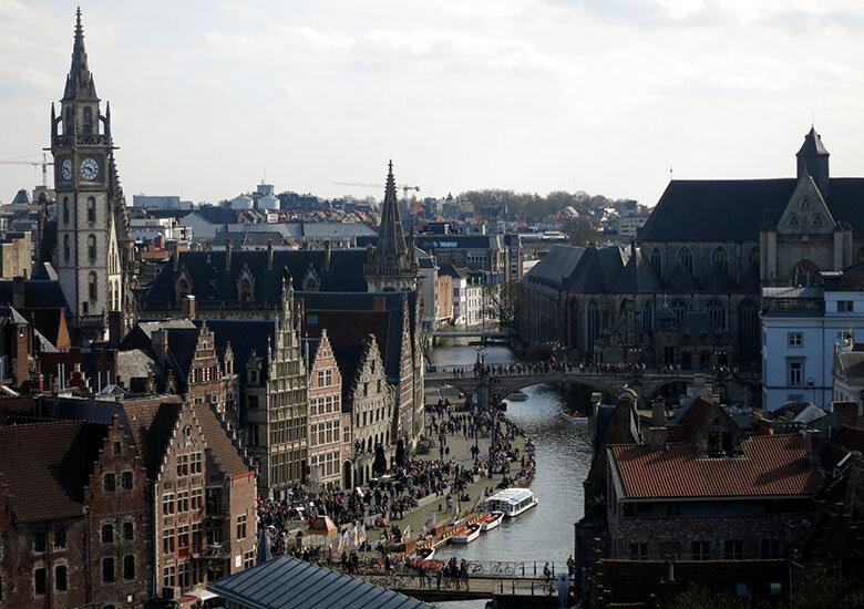 Vistas al centro histórico de Gante desde las almenas del castillo