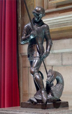 Escultura de bronce de Sant Jordi (Frederic Marès) en el Palau de la Generalitat.(c) gencat.cat