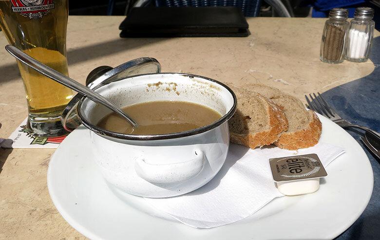 Sopa de setas en Domus, Lovania