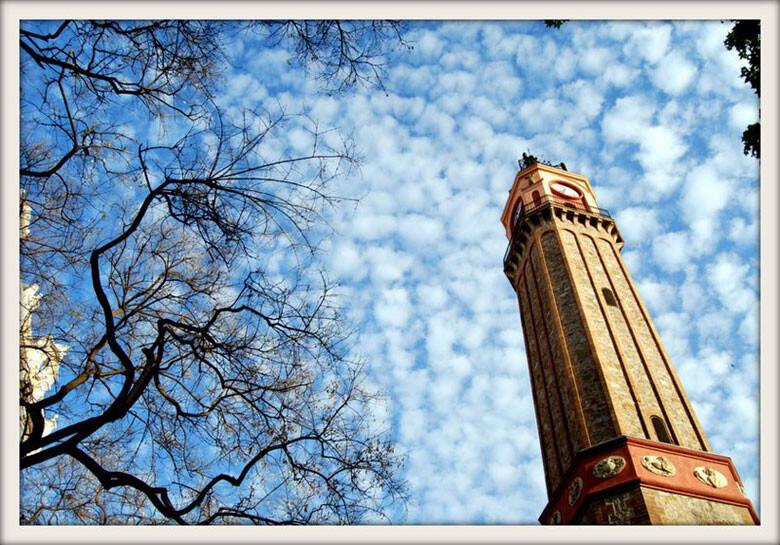 Torre del Rellotge a la Plaça de la Vila de Gràcia (c) Simo Ouriaghli
