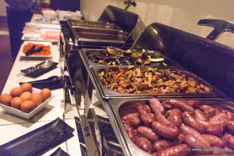Buffet desayuno caliente, Hotel Rafael Atocha, Madrid