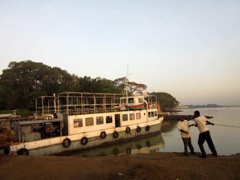 El ferry con el que crucé el lago Tana