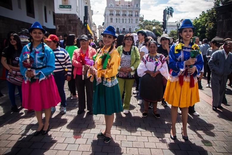 Mujeres quiteñas en la procesión de Santa Mariana, Quito, Ecuador