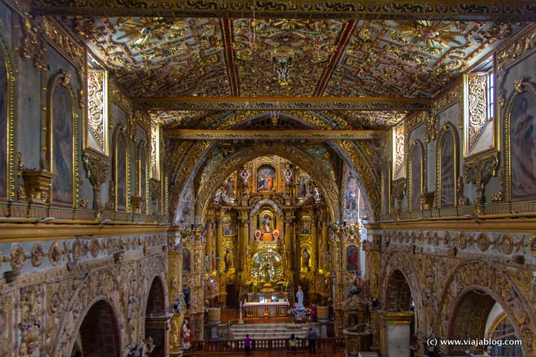 Nave Central de la Iglesia de San Francisco, Quito, Ecuador