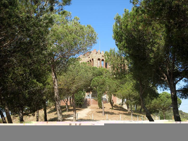 La Torre Baró que preside la colina