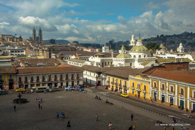 Plaza de San Francisco, Basilica del Voto Nacional y cúpulas de la Compañía desde el Hotel Gangotena, Quito, Ecuador