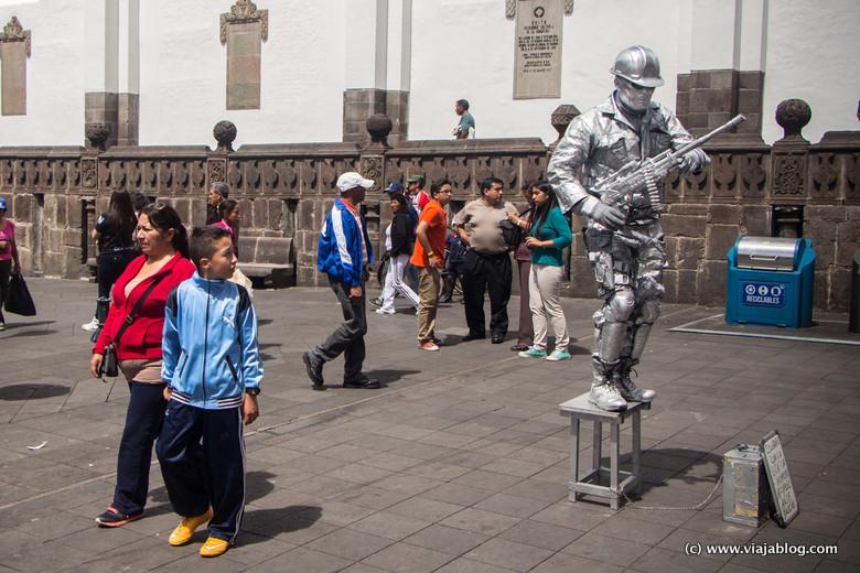 Escenas en la Plaza de la Independencia, Quito, Ecuador
