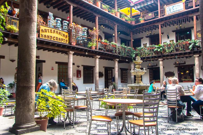 Interior Centro Comercial en Plaza Independencia, Quito, Ecuador