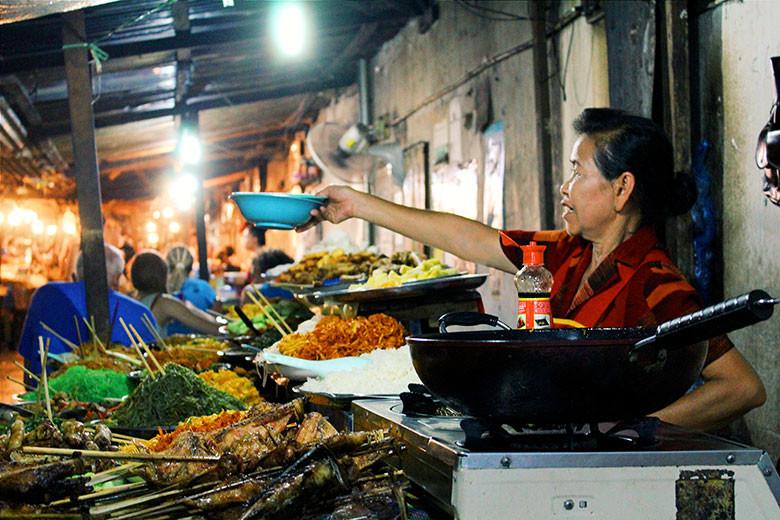 Puesto de comida en Luang Prabang