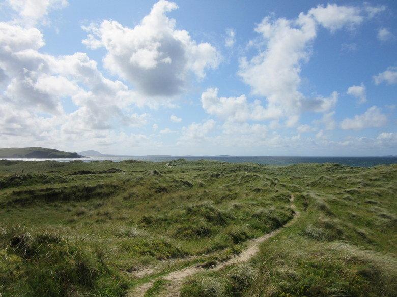 Sendero que lleva a la playa de Tramore