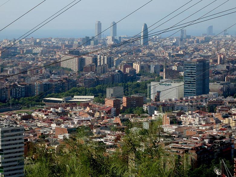 Vistas al centro de Barcelona desde el mirador de Torre Baró